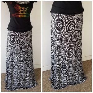 Dresses & Skirts - B&W Maxi Skirt